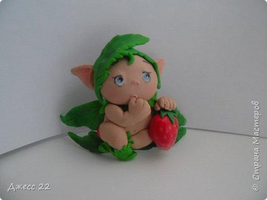 Здравствуйте, знакомтесь с новым жителем Страны Мастеров. Маленький цветочный Эльф. Он нашел ягодку и думает с кем же поделится такой вкуснятинкой. фото 3