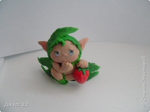 Здравствуйте, знакомтесь с новым жителем Страны Мастеров. Маленький цветочный Эльф. Он нашел ягодку и думает с кем же поделится такой вкуснятинкой. фото 4