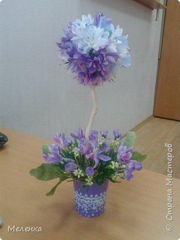 Топиарии изготовлены с применением готовых искусственных цветов, листьев, ягод. фото 3