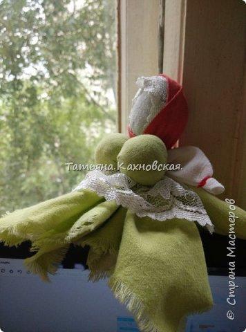 Села куколка Капустка  у окошка:набрала дева охоты и силы выйти  замуж, продолжить род, родить детей.Поставила дева куколку Капустку  на окошко, - парни знали - можно сватов засылать. ... Вот такая моя куколка Капустка. фото 1