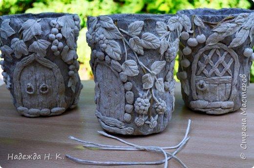 Здравствуйте! Пользуясь тем, что дождливая погода подарила мне немного свободного времени, решила потратить его на показ новых своих домиков-вазочек. Мастер-класс первых  можно посмотреть здесь    http://stranamasterov.ru/node/848291 Домики получились занятные и быстро нашли себе  добрые руки, в которые были с удовольствием отданы. фото 8