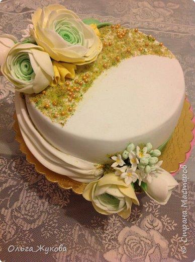 Всем доброго времени суток! Ещё один торт с цветами. Попробовала сделать ранункулюс. фото 1