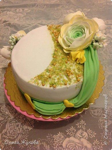Всем доброго времени суток! Ещё один торт с цветами. Попробовала сделать ранункулюс. фото 2
