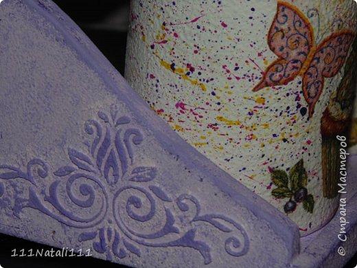 Хочу поделиться с Вами, мои дорогие друзья, своей одной из первых работ по декору предметов. Были у меня вот такие вот пластиковые баночки и деревянная подставочка от старенького кухонного набора. Я решила декорировать баночки под цвет своей кухни. И вот что у меня получилось))) фото 4