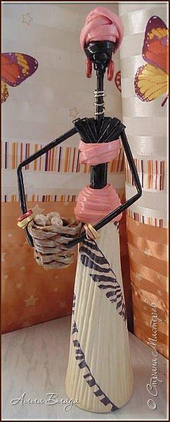 Рост вместе с подставкой 45 см. Узор на одеянии - декупаж из салфетки, украшения из бисера, экзотические фрукты из соленого теста. Подставкой послужила наколка для чеков, без подставки не хотела стоять, падала. фото 12