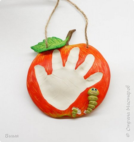 Вот такая идея родилась для слепка ручки ребёнка (червячок выгрыз в яблоке). Малышу год и три т.ч. ручонка уже не малюсенькая.  фото 1
