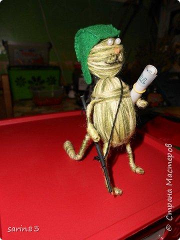 Добрый день! Это кот подарок на день рождения любителю играть в танки. Как обычно хочется подарить что-то необычное и симпатичное, вот и намотался такой товарищ, с автоматом на перевес. Всем спасибо! фото 15