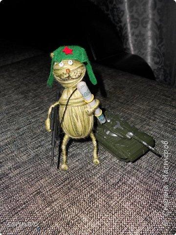 Добрый день! Это кот подарок на день рождения любителю играть в танки. Как обычно хочется подарить что-то необычное и симпатичное, вот и намотался такой товарищ, с автоматом на перевес. Всем спасибо! фото 1