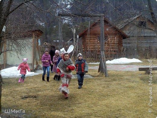 В селе Чепош Чемальского района Республики Алтай работает удивительная мастерская, которая занимается изучением и восстановлением традиции русской народной куклы. Называется она «Десятиручка». На весенних каникулах мы с детками посетили это удивительное место. фото 13