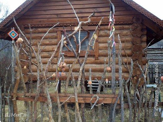 В селе Чепош Чемальского района Республики Алтай работает удивительная мастерская, которая занимается изучением и восстановлением традиции русской народной куклы. Называется она «Десятиручка». На весенних каникулах мы с детками посетили это удивительное место. фото 16