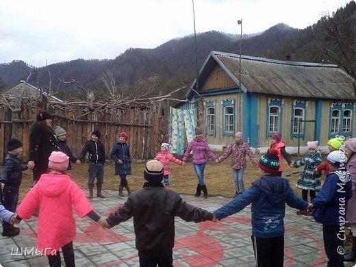 В селе Чепош Чемальского района Республики Алтай работает удивительная мастерская, которая занимается изучением и восстановлением традиции русской народной куклы. Называется она «Десятиручка». На весенних каникулах мы с детками посетили это удивительное место. фото 28