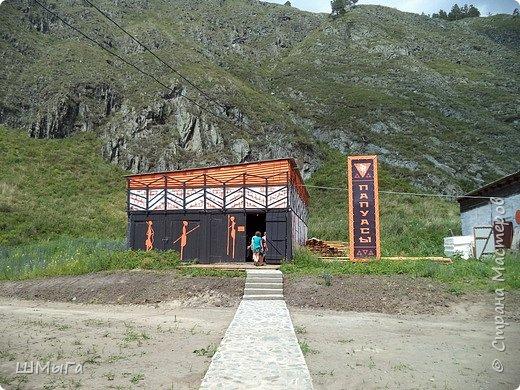 В Чемальском районе Республики Алтай появилась новая достопримечательность – «Палеопарк». Он находится в селе Эликманар и на данный момент является самым большим музеем естественной истории в Сибири по количеству палеонтологических экспонатов. фото 31