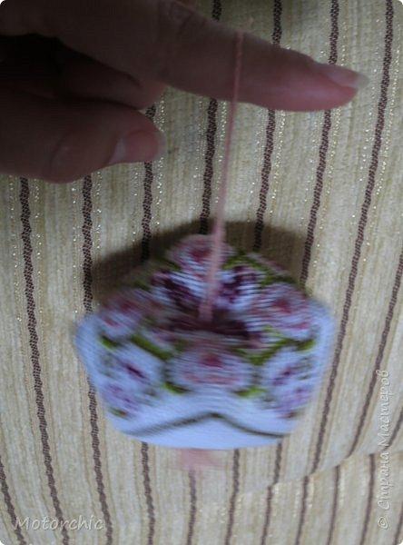 Очень давно меня привлекают бискорню и другие игольницы-кривульки с вышивкой. Эта бискорню стала первой испытуемой, и теперь желание испробовать все варианты таких изделий стало еще больше =) фото 9