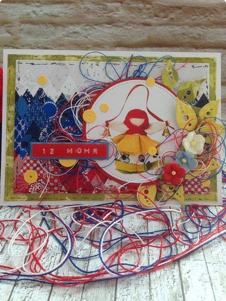 """Хочу поздравить жителей, гостей и друзей Страны Мастеров с Днём России!  Желаю только добрых вестей о России , для России, а значит для НАС!  Именно поэтому я выбрала смысловым центром своей открытки  обереговую куклу """"Колокольчик"""" фото 1"""