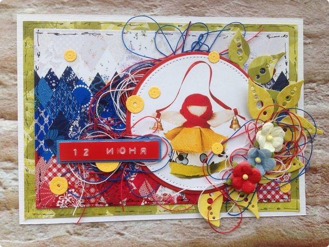 """Хочу поздравить жителей, гостей и друзей Страны Мастеров с Днём России!  Желаю только добрых вестей о России , для России, а значит для НАС!  Именно поэтому я выбрала смысловым центром своей открытки  обереговую куклу """"Колокольчик"""" фото 4"""
