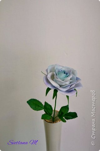 Голубая роза из фоамирана фото 1