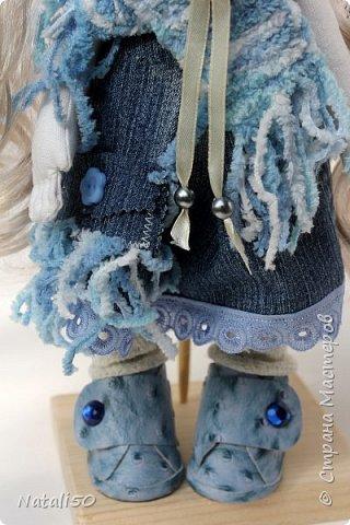 Доброго всем дня!!! Решила показать мои рукоделочки.. куколку и мишуток.. на улице прохладно, и приодела я свою куколку не по летнему..  фото 3