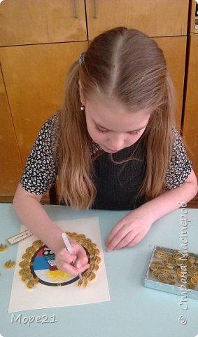 Вот такую открытку в технике квиллинг мы сделали с Ильчук Катей, ученицей 4 класса, ко Дню России и в честь 80-летия создания ГИБДД   фото 3