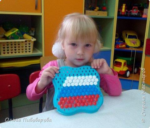 Не смотрите, что мала, Маша знает нашего флага цвета!  фото 1