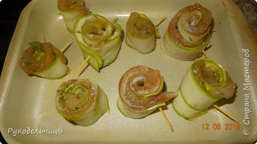 Доброго вечера всем жителям СМ. Предлагаю вам очень лёгкое и диетическое, НО очень вкусное блюдо из рыбы и кабачков. фото 8