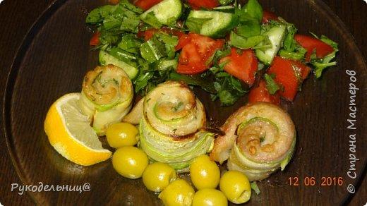 Доброго вечера всем жителям СМ. Предлагаю вам очень лёгкое и диетическое, НО очень вкусное блюдо из рыбы и кабачков. фото 9