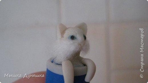 Здравствуйте! Уважаемая Страна Мастеров!!! С праздником вас, с Днем России! К этому знаменательному Дню решила смастерить, (если можно так сказать), вот такую кружечку с котенком. Это изделие сочетает в себе 3 цвета: Белого котенка, синюю кружку и красное блюдце.  фото 16