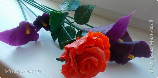 Думала, проще всего слепить каллы. А оказалось- не совсем. Сначала не правильно сделала прожилки, на некоторых цветах это видно. Лепесток нужно тоже сворачивать не абы как. Ну и сушка- повесишь не так, будет либо плоский, либо вытянутый сильно. Даже в таком простом цветке, состоящим из одного лепестка, есть свои тонкости. фото 3