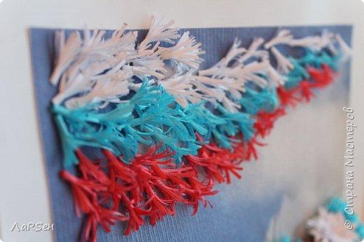 """Добрый день! Я никогда не делала подобные работы. Первый мой опыт по созданию картины, панно... Да и в квиллинге новичок. Работа названа """"Васильковое поле"""". Идея - поле и летят  листья, листочки, тычинки и ветер раздувает их, как флаг на ветру. Удалось ли реализовать идею, вам судить.  фото 4"""