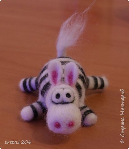 Встречайте, зебра. Зебру ,надеюсь, назовет ее хозяйка. Она была подарена моей подруге Татьяне. Картинку увидела в инете и загорелась ... фото 1