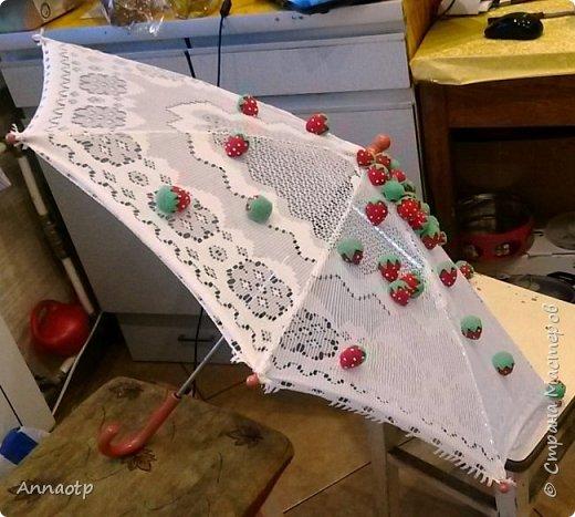 """Здравствуйте мастера! В садике дали задание сделать зонт на конкурс """"Зонтик для весеннего дождя"""". Долго ломала голову, как и что сделать и здесь наткнулась на очень классный зонтик, спросила у мастера на повторюшку и вуаля у меня получился вот такой зонтик. Вдохновитель  https://stranamasterov.ru/node/613177?c=favorite. Не судите строго. фото 3"""