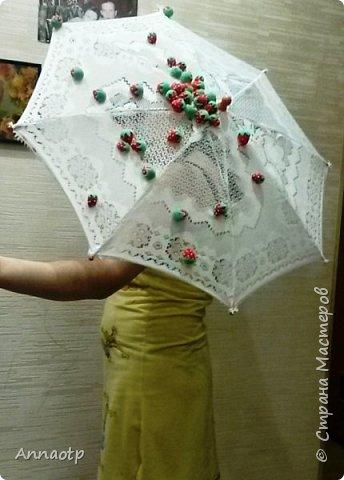 """Здравствуйте мастера! В садике дали задание сделать зонт на конкурс """"Зонтик для весеннего дождя"""". Долго ломала голову, как и что сделать и здесь наткнулась на очень классный зонтик, спросила у мастера на повторюшку и вуаля у меня получился вот такой зонтик. Вдохновитель  https://stranamasterov.ru/node/613177?c=favorite. Не судите строго. фото 5"""
