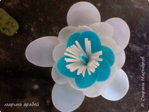 Лилия из одноразовых ложек для пруда фото 6