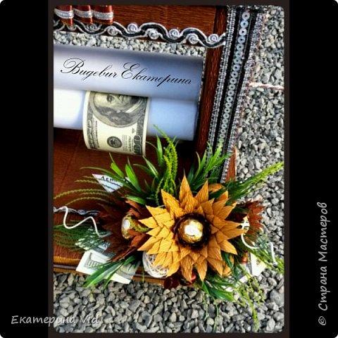 Всем привет!Представляю вам мой вариант денежного станка с $$$ :) Станочек сделан в подарок для хорошего человечка(как оказалось,не ценитель он таких вещей,увы..),но в общем-то я исполнением довольна,тк получилось как и задумывалось) фото 3