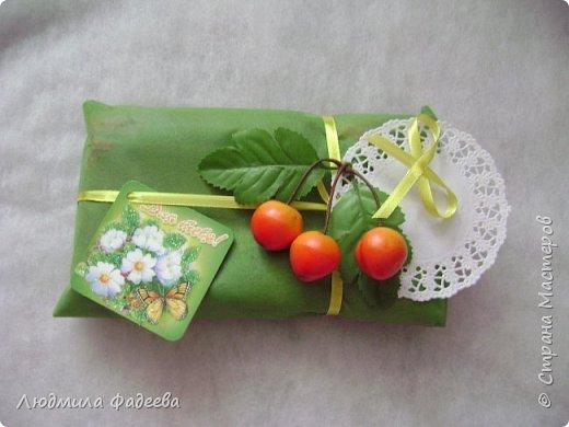 Добрый день, дорогие соседи! Сегодня я хочу поделится с Вами как быстро и из подручных материалов можно упаковать небольшой подарочек. фото 4