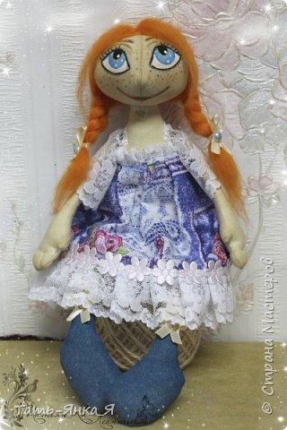 Привет любимая страна,я к вам сегодня со своей куколкой.У меня радость огромная.Вдохновение получила от Таячки http://stranamasterov.ru/user/407247 ,очень мне нравятся её работы.Выкройка от Брелены (нижняя часть),а верхняя это от тыквоголовки,выкроек в интернете множество.Ну не знаю,захотелось мне совместить выкройки и посмотреть,что получится.Скажу честно,мне понравилось и даже очень.Кукляху никак не назвала,просто Рыжулька...пока так. фото 4