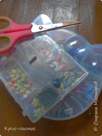 Здравствуйте! Сегодня я покажу вам как сделать серёжки для кукол. Нам потребуется: Ножницы бусины палочки от расчески фото 1