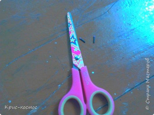 Здравствуйте! Сегодня я покажу вам как сделать серёжки для кукол. Нам потребуется: Ножницы бусины палочки от расчески фото 2