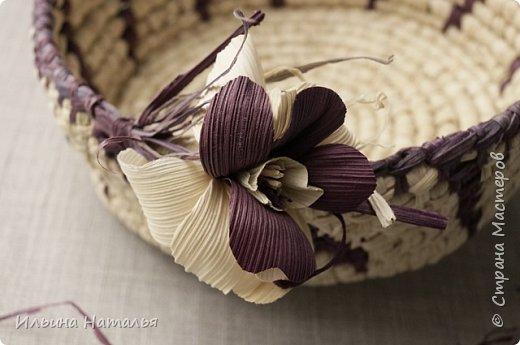 Благодаря многочисленным экспериментам по окрашиванию листиков початка кукурузы (талаша) у меня образовались небольшие запасы материала разных цветов, что послужило толчком для плетения небольших изделий, в которых сочетаются разные цвета и элементы орнамента: http://navik333.blogspot.com/2016/06/blog-post_13.html#more фото 2