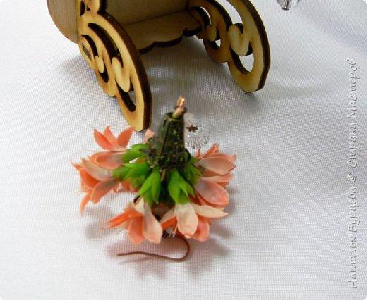 Здравствуйте. В сегодняшнем видео покажу, как я леплю цветы с двухсторонними двухцветными лепестками и собираю их в винтажные серьги. фото 4