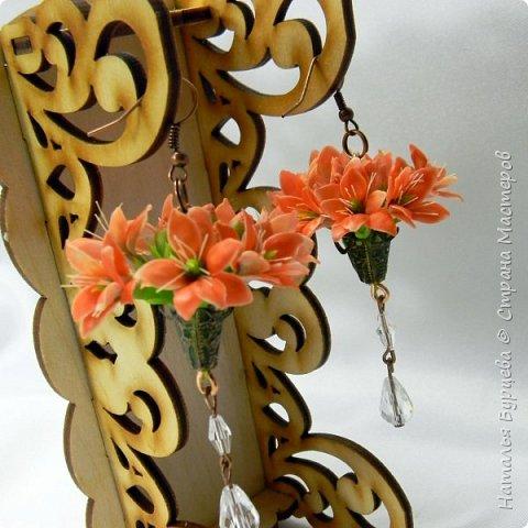 Здравствуйте. В сегодняшнем видео покажу, как я леплю цветы с двухсторонними двухцветными лепестками и собираю их в винтажные серьги. фото 2