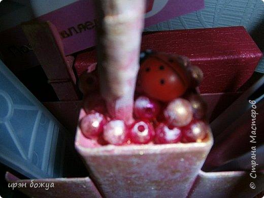 Мой очередной офисный топик из яичных картонных лотков. В этот раз краска попалась насыщенная розовая. Оттенила белым и золотым. фото 4