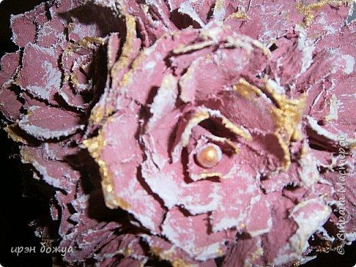 Мой очередной офисный топик из яичных картонных лотков. В этот раз краска попалась насыщенная розовая. Оттенила белым и золотым. фото 3