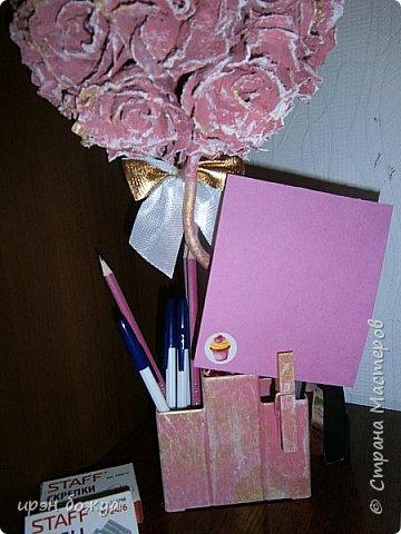 Мой очередной офисный топик из яичных картонных лотков. В этот раз краска попалась насыщенная розовая. Оттенила белым и золотым. фото 5