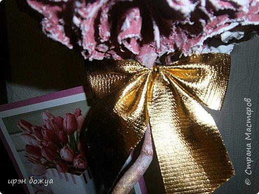 Мой очередной офисный топик из яичных картонных лотков. В этот раз краска попалась насыщенная розовая. Оттенила белым и золотым. фото 6