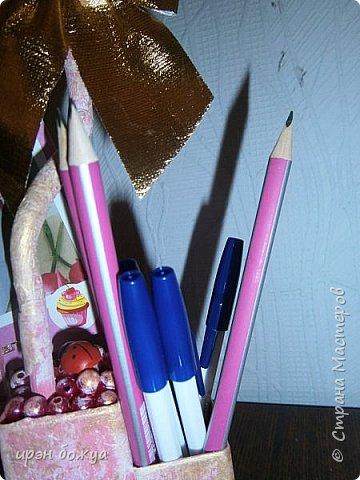 Мой очередной офисный топик из яичных картонных лотков. В этот раз краска попалась насыщенная розовая. Оттенила белым и золотым. фото 7