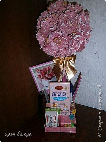 Мой очередной офисный топик из яичных картонных лотков. В этот раз краска попалась насыщенная розовая. Оттенила белым и золотым. фото 10