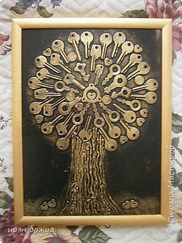 Я с очередным ключным деревом. Всем нравиться. Люди просят, а ключей мало. Делаю по мере появления ключей. Это дерево сделано на день рождение. Человек ждал 2 года этого подарка. фото 1