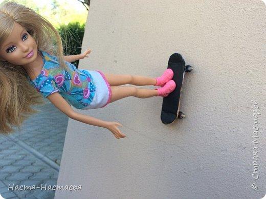 Всем привет! Наконец-то наступило долгожданное лето, время, когда можно заниматься чем угодно и уделять Стране больше внимания) сегодня я к вам со скейтом для кукол. Больше всего он понравился Гошанчику) фото 4