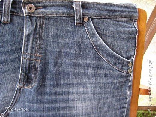 Достались в наследство старые стулья..5 штук.....Качеством безупречным, но с обивкой повидавшей виды. Стульям больше 30 лет....Легче лёгкого отдать стулья в перетяжку....но мы не ищем легких путей !!!!Тем более, меняя им одежку я получила массу удовольствия от поиска нужного кусочка джинсы, и от каждого укола иголки ))))) Всё сшито на руках, т.к. сделать ровную строчку на машинке для меня не представляется возможным...... Сразу предупреждаю....Снимков много.....Хотите пролистайте быстренько...хотите - рассмотрите подробности.... фото 57