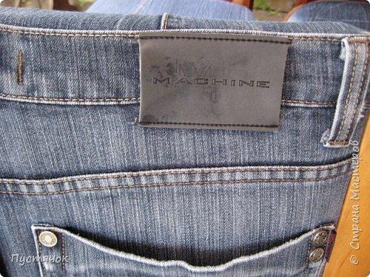 Достались в наследство старые стулья..5 штук.....Качеством безупречным, но с обивкой повидавшей виды. Стульям больше 30 лет....Легче лёгкого отдать стулья в перетяжку....но мы не ищем легких путей !!!!Тем более, меняя им одежку я получила массу удовольствия от поиска нужного кусочка джинсы, и от каждого укола иголки ))))) Всё сшито на руках, т.к. сделать ровную строчку на машинке для меня не представляется возможным...... Сразу предупреждаю....Снимков много.....Хотите пролистайте быстренько...хотите - рассмотрите подробности.... фото 62